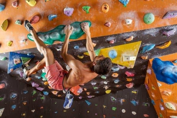 Bouldern-Technik-Überhang-Heel